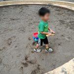 砂場とダンプカーと