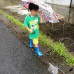 新しい長靴と傘と