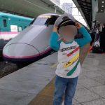 新幹線と車掌の帽子と