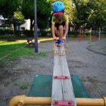 公園とシーソーと