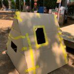 冒険遊び場で三角ハウス